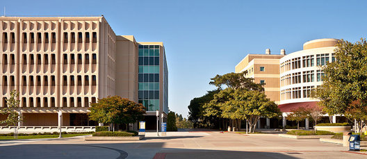 This is the Irvine School of Physical Sciences at the University of California Irvine. The two buildings are Rowland Hall (on the left) and Reines Hall (on the right).